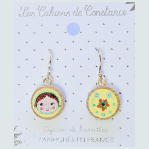 Petites boucles pendantes Matriochka jaune origine France